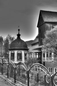 Widok młyna. czarno-białe. Fot. K. Jankowski